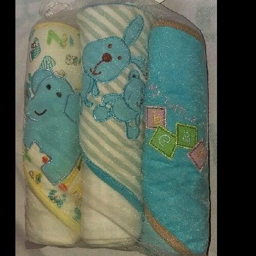 /3/-/3-Pack-of-Baby-Hooded-Towel--1631280_9.jpg