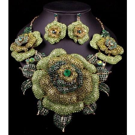 /C/h/Chunky-Statement-Jewelry---Gold-6754831.jpg