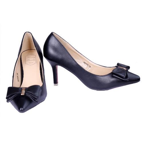 6838a9243c3 Honey Beauty Pointy Toe Pumps - Black.