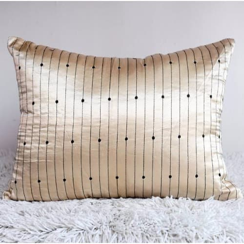 /D/o/Dotted-Throw-Pillow-8051242.jpg