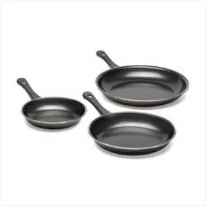 /E/s/Essential-Home-3-Piece-Non-Stick-Frying-Pan-Set-7514735_1.jpg