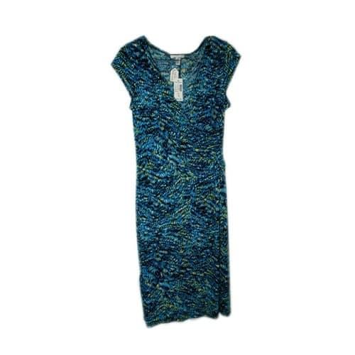 /F/l/Floral-Pattern-Dress-with-V-neck-3682187.jpg