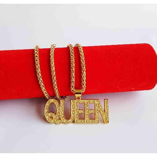 /G/o/Gold-Necklace-with-Queen-Statement-Pendant-6082399.jpg