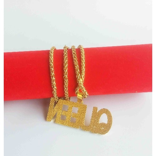 /G/o/Gold-Necklace-with-Queen-Statement-Pendant-6082400.jpg