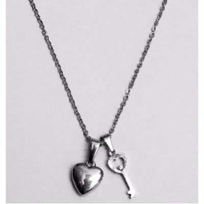 /H/e/Heart-and-Key-Pendant-Necklace---Silver-6322823.jpg