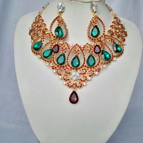 /I/n/Indian-Gold-Plated-Green-Stoned-Necklace-6107386_1.jpg