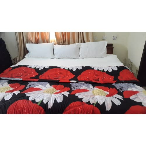 White And Floral Bedsheet And Duvet 7x7 (4 Pillow Covers)