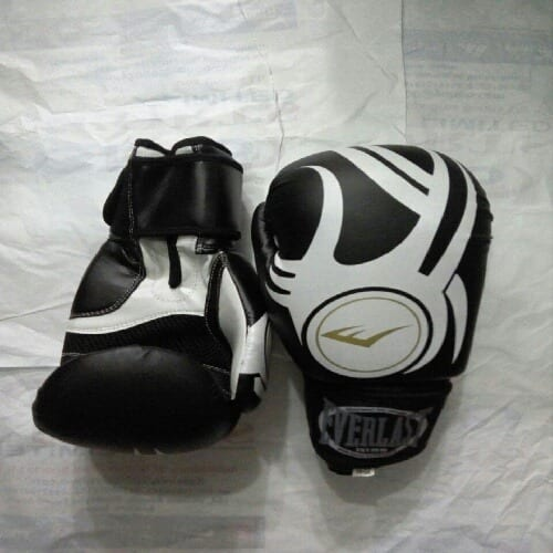 /L/e/Leather-Boxing-Glove---Black-5004064_1.jpg