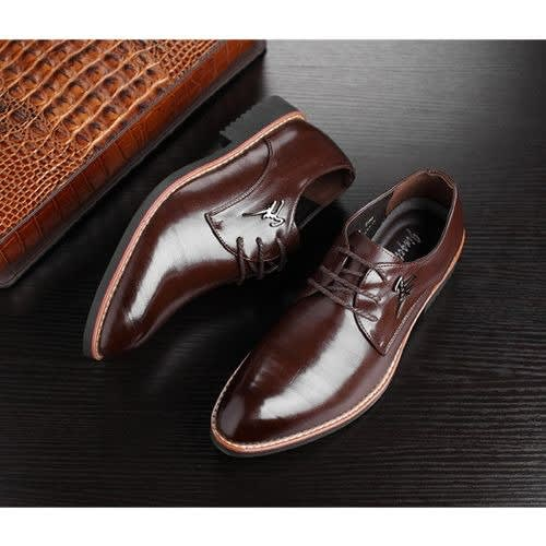 Men's Leather Shoe With Pointed Toe - Dark Brown.