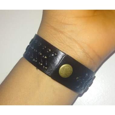 /M/e/Men-s-Mat-Design-Leather-Bracelet---Black-5048553_1.jpg