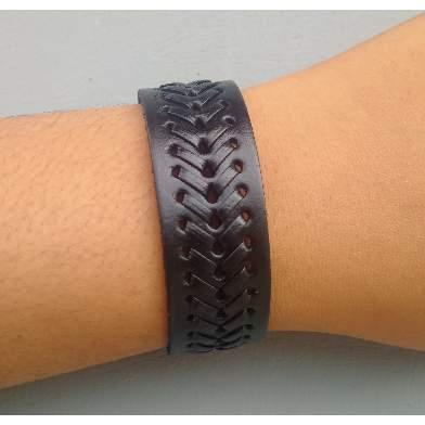 /M/e/Men-s-Mat-Design-Leather-Bracelet---Black-5048554_1.jpg