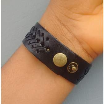 /M/e/Men-s-Mat-Design-Leather-Bracelet---Black-5048555_1.jpg