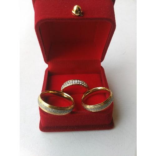 /S/e/Set-of-Gold-Wedding-Engagement-Ring-7342178.jpg