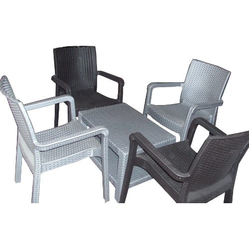 Plastic Backet Table And 4 Pieces Of Backet Chairs
